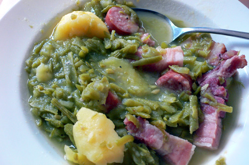 9 Schnibbelbohnensuppe Rezepte kochbar de  Here are some other ways to  present the stew One is to cut up all the. Schnibbelbohnensuppe